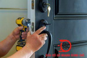 Dịch vụ sửa khoá cửa gỗ tại nhà chuyên nghiệp.