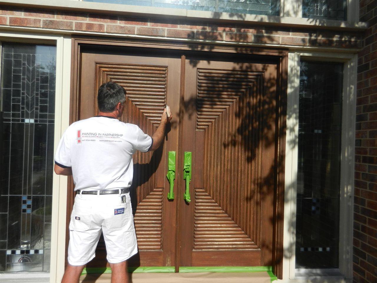 Báo giá dịch vụ sơn cửa gỗ tại nhà chất lượng uy tín