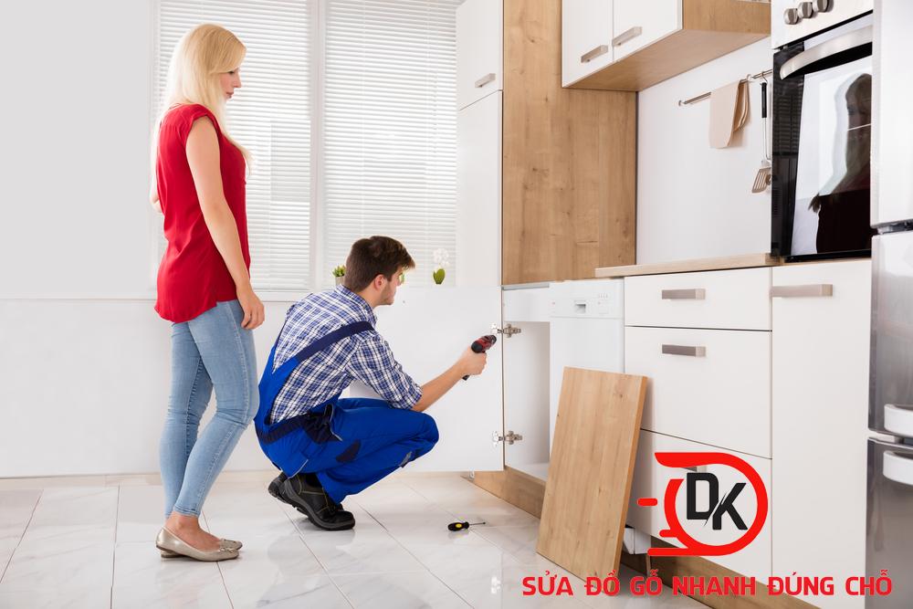 Thợ mộc sửa chữa tủ bếp tại nhà - Nội thất Đăng Khôi