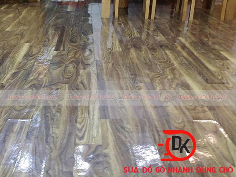 Xứ lý sàn gỗ bị bạc màu