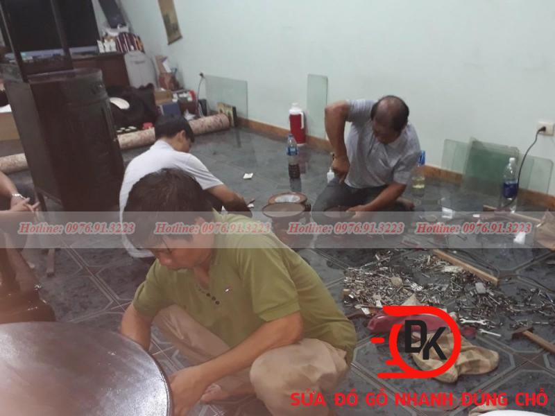 Thợ mộc tháo lắp đồ gỗ tại nhà Hà Nội