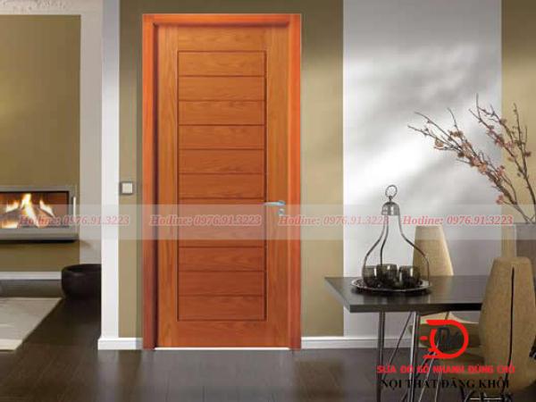 Ánh nắng chiếu trực tiếp là nguyên nhân khiến cửa gỗ bị cong vênh