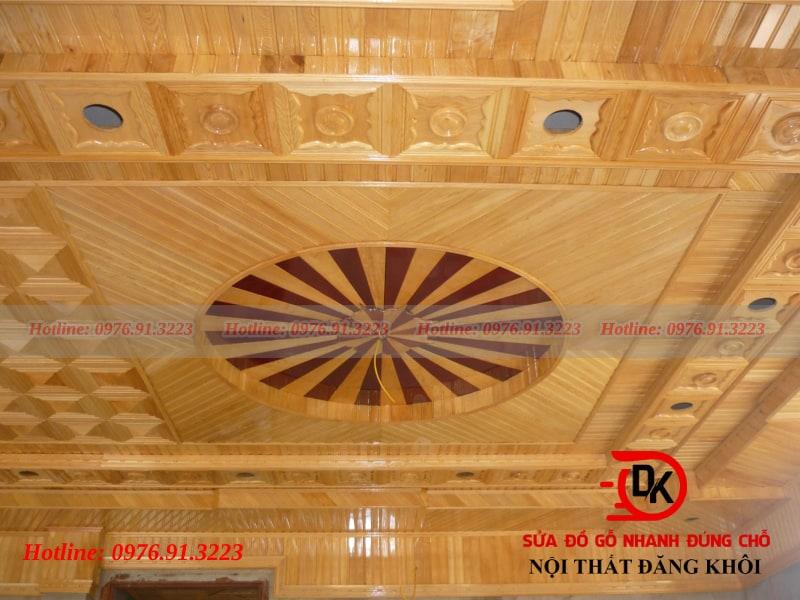 Trần gỗ - đỉnh cao của nội thất phòng khách bằng gỗ